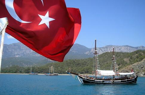 В Турции продлен режим чрезвычайного положения