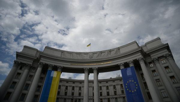 Москва направила Киеву ноту за разбитые посольские машины