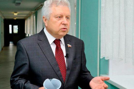 Озеров объявил обуходе споста руководителя комитета Совфеда пообороне