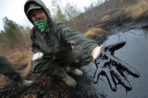 Цены нанефть продолжили расти наданных о понижении запасов вСША