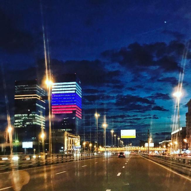 Штаб-квартира Мэйл.ру окрасилась в цвета российского триколора