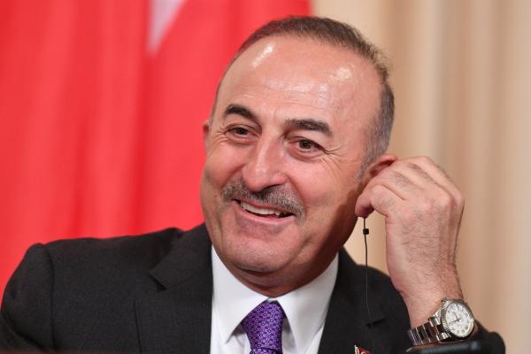 Чавушоглу по-русски пригласил россиян в Турцию