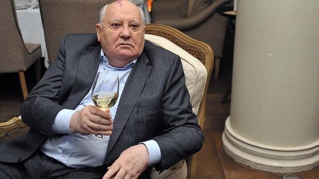 Владимир Путин поздравил Михаила Горбачева сднем рождения