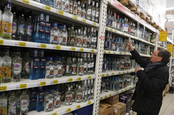 Минздрав предложил закрывать ширмами стенды с спиртом вмагазинах