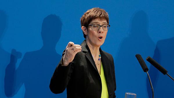 Аннегрет Крамп-Карренбауэр стала новым лидером ХДС— партии Ангелы Меркель