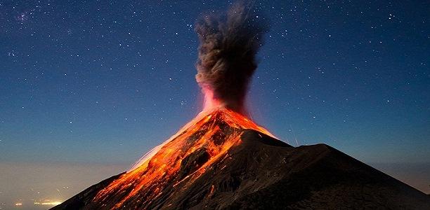 Страшные кадры из Гватемалы. Как выглядит одно из самых сильных за последнее время извержений вулкана