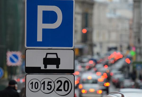 «Помощник Москвы» накажет водителей, паркующихся назебре