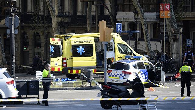 Вцентре Барселоны микроавтобус протаранил толпу, есть погибшие