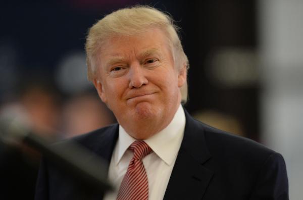 Трамп поошибке поздравил сюбилеем малоизвестного юриста вместо именитого музыканта