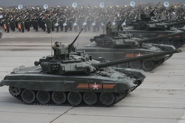 Первая вечерняя тренировка Парада Победы пройдет в столицеРФ