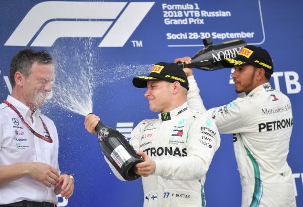 Гонщик Mercedes Льюис Хэмилтон одержал победу  Гран-при РФ