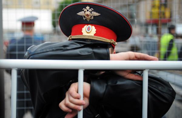 Полицейский совершил самоубийство упарка основного  здания МГУ