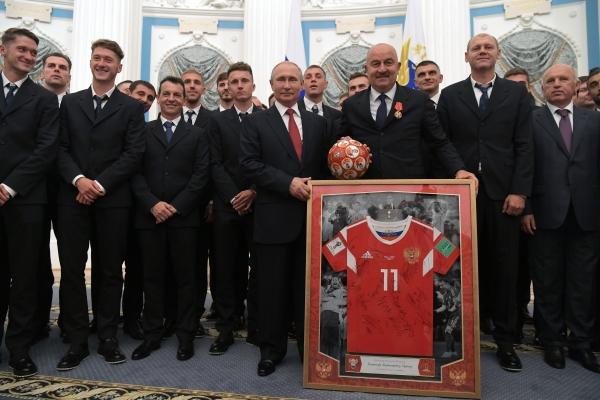 Футболистами сборной РФ нестало плохо отприсвоения званий ЗМС