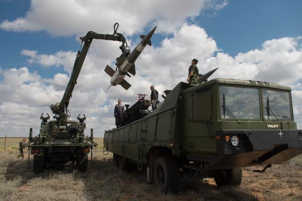Объем экспорта вооружений будет расти— Медведев