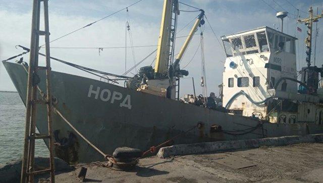 ВАзовском море украинские таможенники задержали рыболовецкое судно под флагомРФ