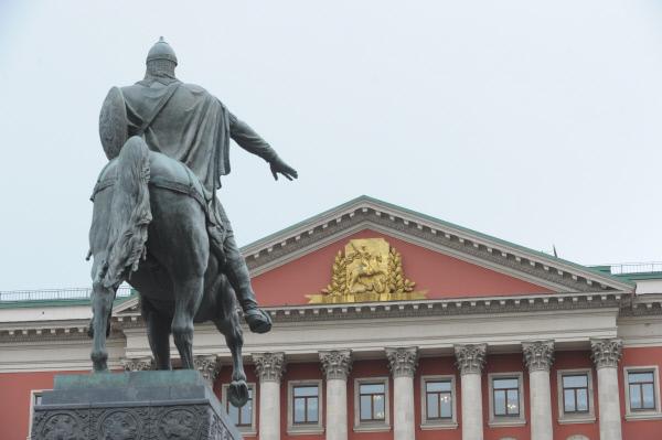 Неменее 100 монументов отреставрируют в столицеРФ в нынешнем году