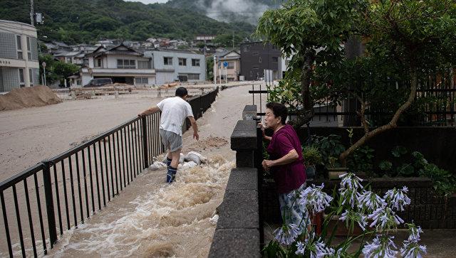 ВЯпонии из-за тайфуна отменено 160 авиарейсов