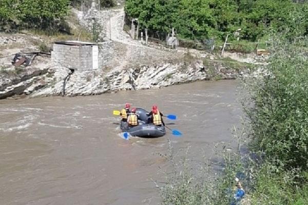 Cотрудники экстренных служб  обнаружили тело одного из 2-х  детей, унесённых рекой вСочи
