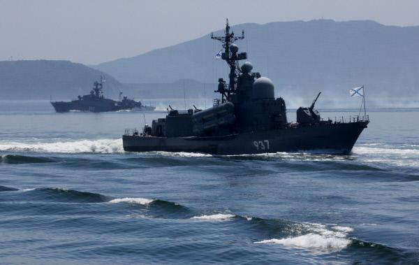 Япония готова участвовать в военных учениях с Россией вопреки санкциям