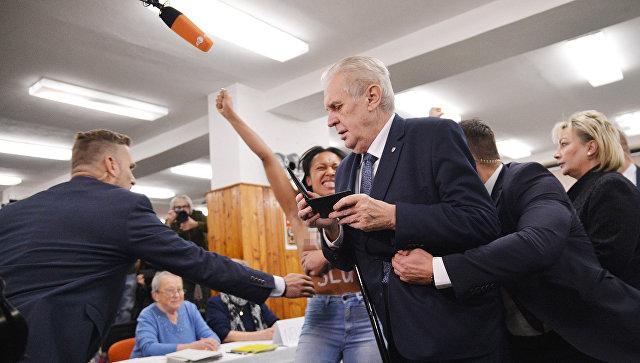 Милош Земан иЙиржи Драгош вышли во 2-ой тур выборов президента Чехии