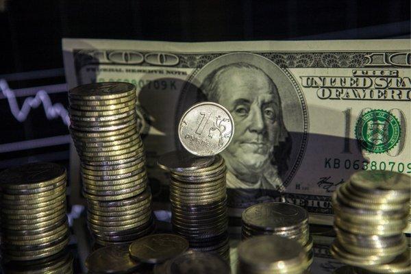 Курс доллара опустился до66 руб. впервый раз с9августа