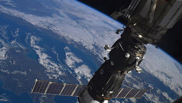 Русские космонавты поздравили граждан планеты Земля сНовым годом
