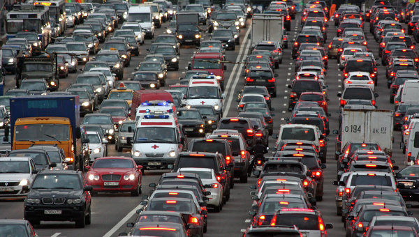 Пробки на трассах столицы достигли 9-ти баллов