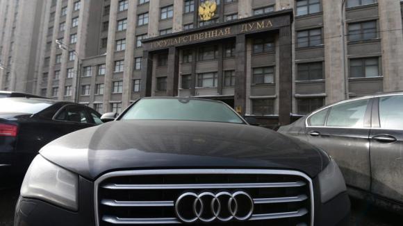 Милонов: В регионах не пользуюсь служебным авто – экономлю деньги