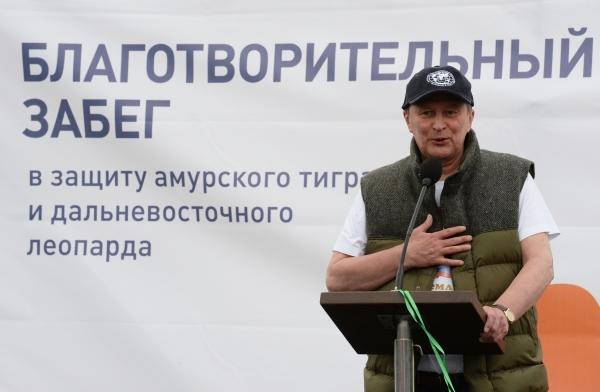 Песков пробежал 5 километров наблаготворительном забеге наострове российский