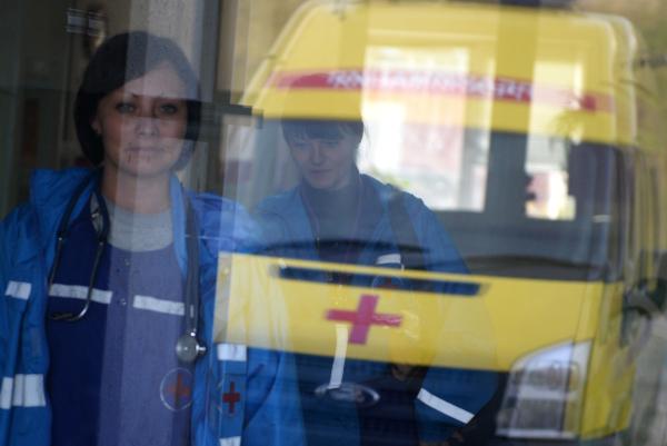 Два человека пострадали при столкновении автобуса страктором вКлинском районе