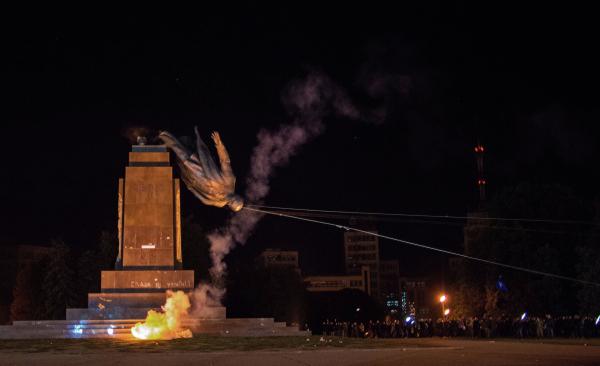 «Впамять оголодоморе» вгосударстве Украина разбили голову монумента Ленину