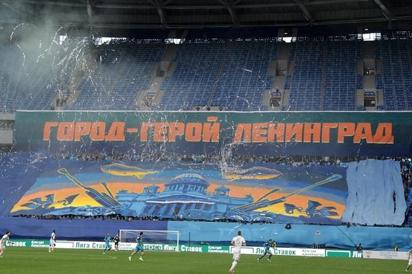 ФК «Зенит» наказан УЕФА зарасизм ипиротехнику