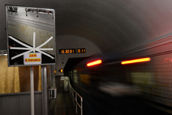Всувенирных киосках столичного метро появились футболки с3D-изображением поезда «Москва»