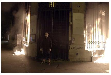 Размещено видео поджога Павленским Банка Франции