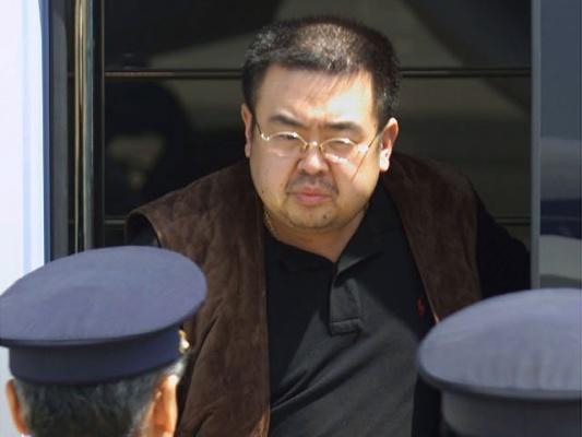 Брата Ким Чен Ына убили отравленным платком
