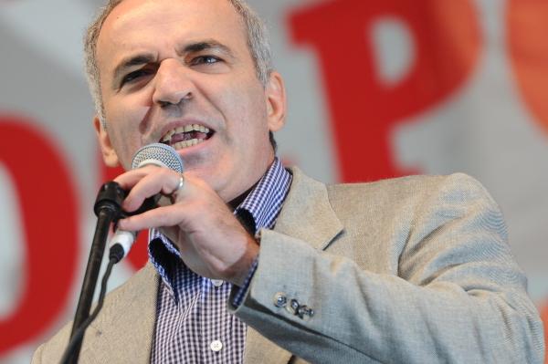 Каспаров призвал к политическому бойкоту ЧМ-2018
