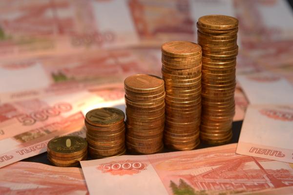 Курс рубля навечерних торгах снижается кдоллару иевро