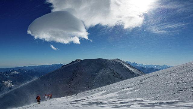 Русский альпинист установил возрастной рекорд повосхождению наЭльбрус