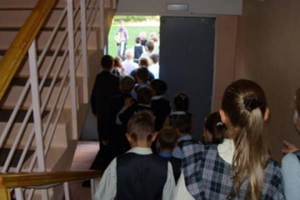 Школу наюго-западе столицы эвакуировали из-за звонка о«минировании»