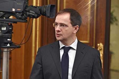Кремле оставили решение по диссертации Мединского за ВАК В Кремле оставили решение по диссертации Мединского за ВАК