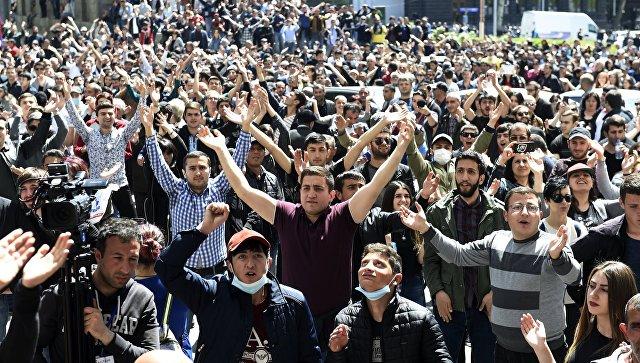 Сторонники группировки «Сасна црер» перекрыли проспект вцентре Еревана