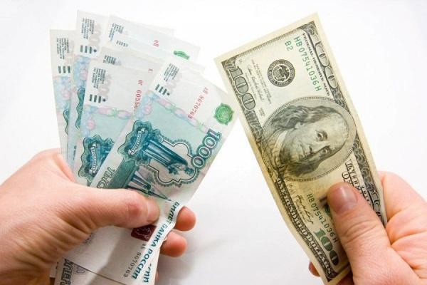 Первый раз соктября 2017 задоллар предлагают менее 57 руб.