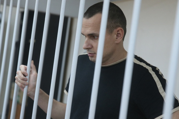 Сестра Сенцова: Олег практически невстает. Оннаписал, что конец близок