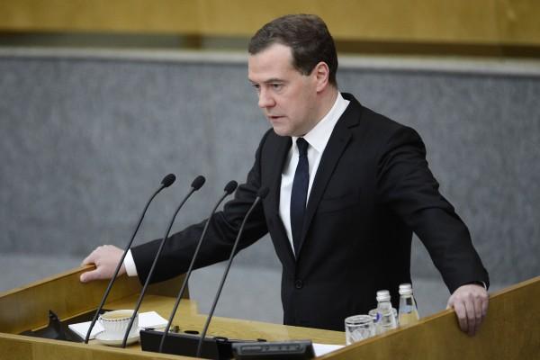 Медведев негативно отнесся кзапрету членства впартии для премьера