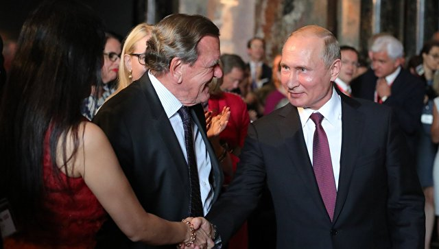 СМИ сообщили о приглашении Путина на свадьбу Герхарда Шрёдера
