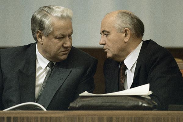 Хотел стать номером один: Познер сказал, зачем Ельцин упразднил СССР