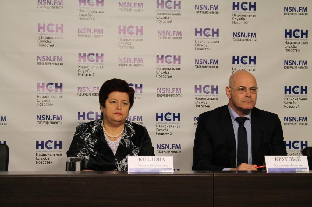 Сенатор Людмила Козлова и сентаор Владимир Круглый в пресс-центре НСН